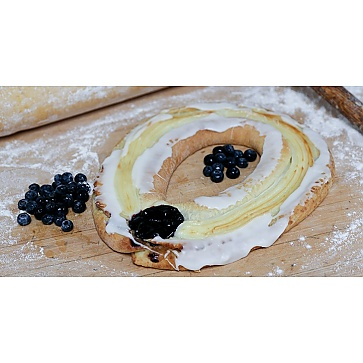 Lane's Bakery Legendary Blueberry Cheese Kringle