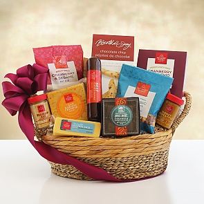 Hickory Farms Savory and Sweet Snacker Gift Basket  - Hickory Farms Savory and Sweet Snacker Gift Basket