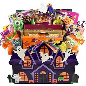 Hauntingly Good Halloween Gift Basket - Hauntingly Good Halloween Gift Basket #HalloweenGiftBasket