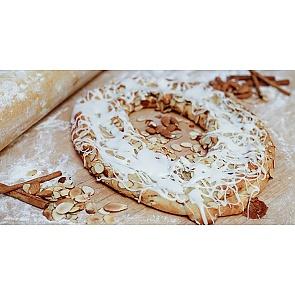Lane's Bakery Legendary Almond Kringle - Lane's Bakery Legendary Almond Kringle